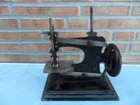 Pequeña maquina de coser