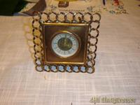 Reloj de metal en trenza
