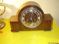 Reloj de madera sobremesa