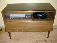 Mueble tocadisco y radio