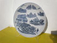 Plato oriental de porcelana